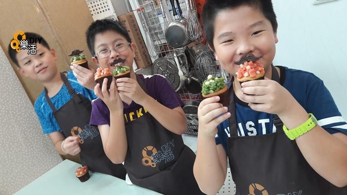 20160802/0804 兒童烘焙A/B/C/D班(團體班)DIY課程-豆沙擠花蛋糕 課程紀事